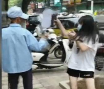 江西一老人街头猥亵过路女学生,被拘因已满70周岁不予执行,网友:老人常在路边骚扰女生安卓版