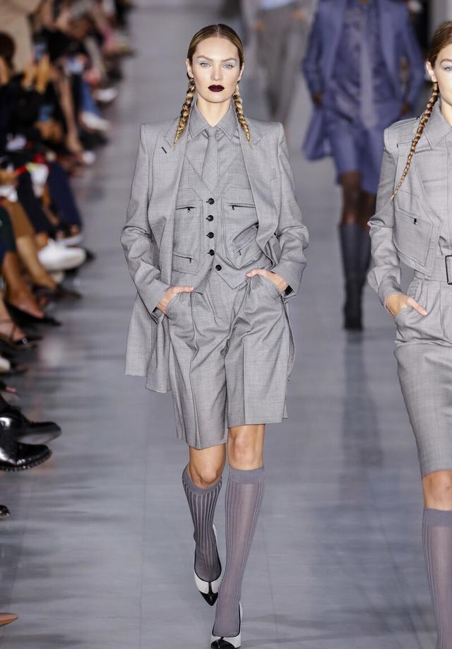 女性也可以帅气又潇洒,英伦三件套复古时尚,秋季这么穿太新潮-第12张