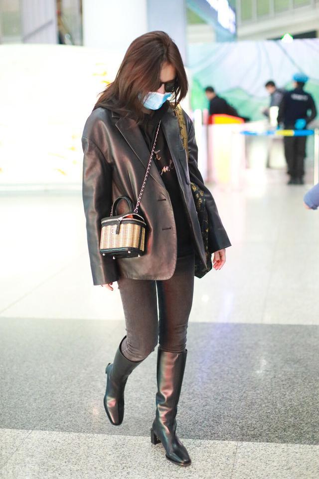 许久未见的熊乃瑾现身机场,一袭黑色穿搭,很有御姐范插图3
