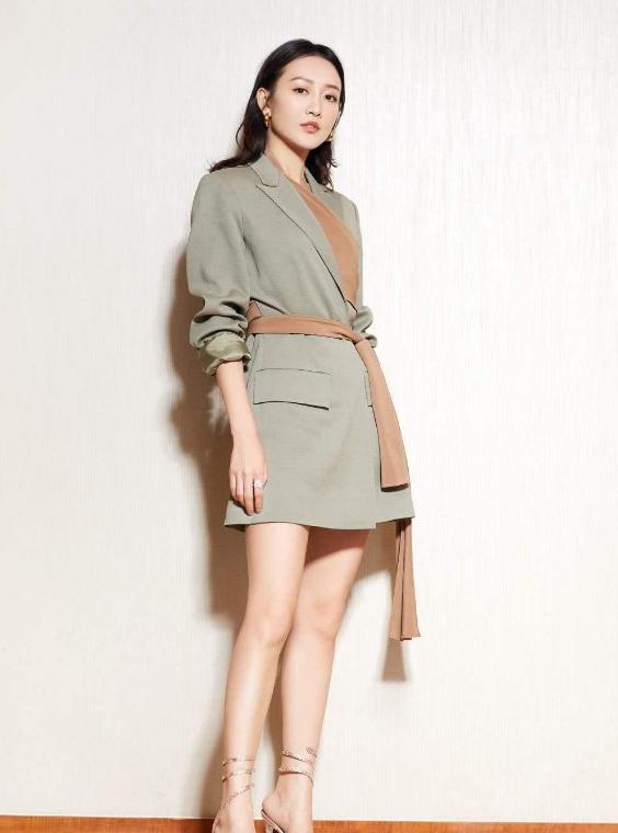 """37岁王鸥太自律,这""""女团身材""""无人可比,小腰细到单手可握-第4张"""