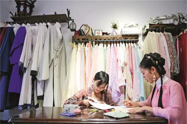 """外国女人都""""上头""""的汉服,学会穿法和搭配是关键,成为古装女神-第13张"""