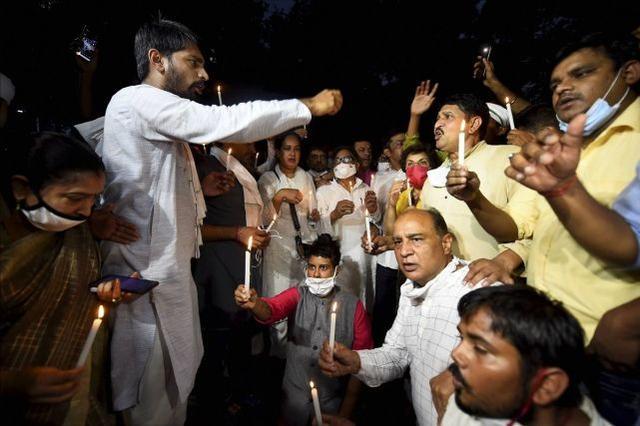 19岁女孩被高种姓男子轮奸虐待致死,印度爆发抗议-第2张