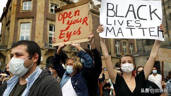 荷兰足球流氓混入抗议队伍引爆冲突 约400人被捕