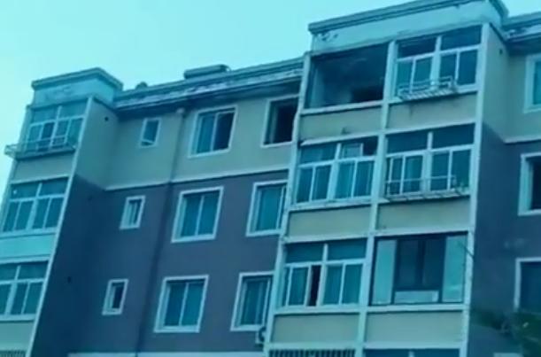 辽宁一小区发生爆炸!一女子被炸飞从5楼摔落至地面,现场一片狼藉【www.smxdc.net】