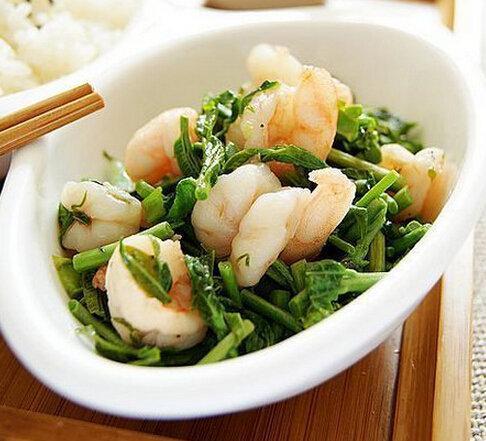吃货美食:香椿炒虾仁、苦瓜酿肉、煎香甜红薯饼的做法