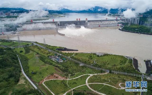 三峽大壩「變形」?泄洪幫倒忙加劇洪災?權威人士用數據回擊謠言