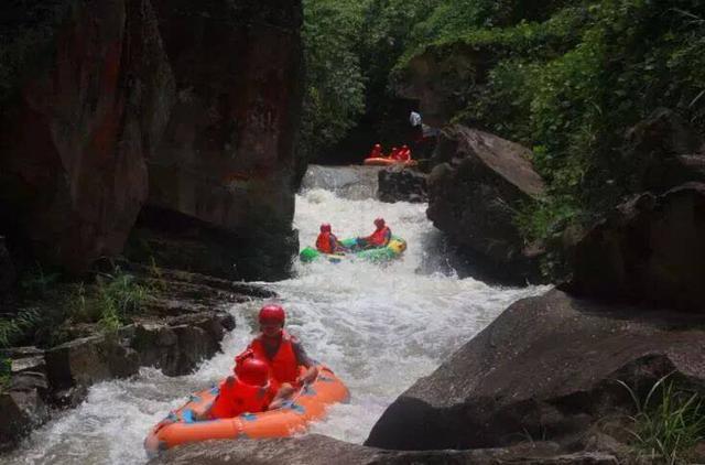 佛影峡票价,重庆周边的十二大漂流胜地,水中嗨翻天!