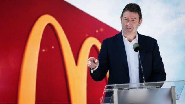 指其涉嫌在性关系问题上撒谎,麦当劳起诉前CEO,还要追回赔偿金