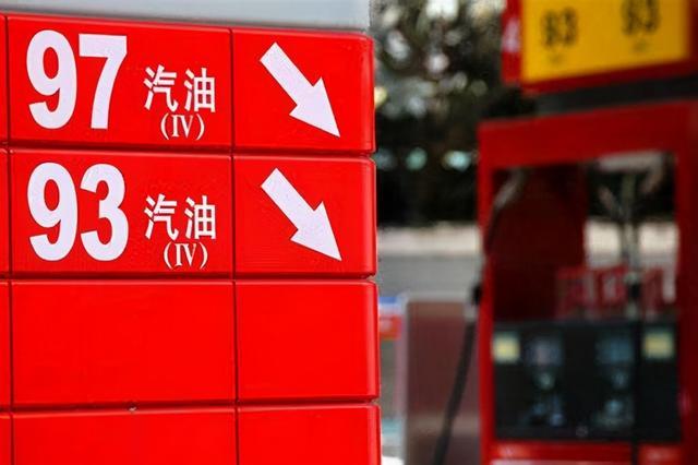 低油价为何普通人喜欢,专家却认为低油价有害?