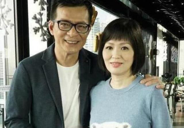 59歲梁潔華白血病病逝,丈夫黃日華鏡頭前痛哭:她教會我如何去愛