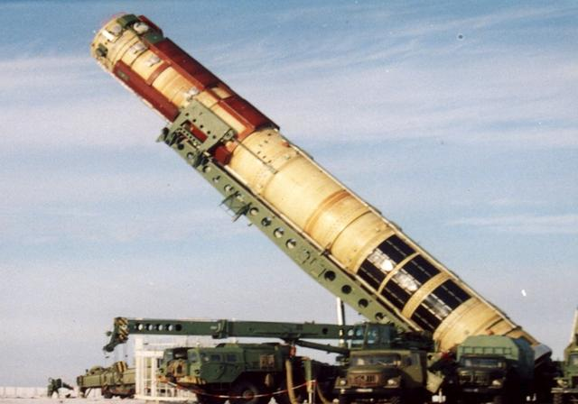 射程1万公里导弹失火,140名专家不幸遇难,苏总师死里逃生-第3张