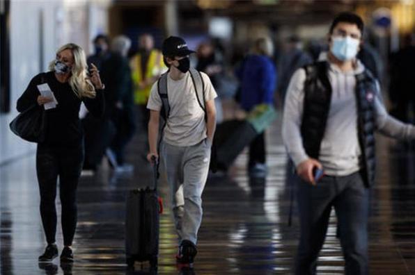 """英国疫情失控,30万人上演""""伦敦大逃离"""",中方手持一张""""王牌""""插图4"""