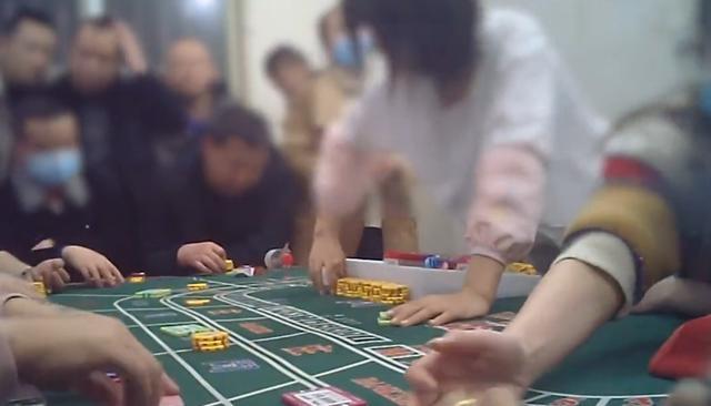 暗访西安地下赌场:美女荷官发牌,有人一天输几十万离场