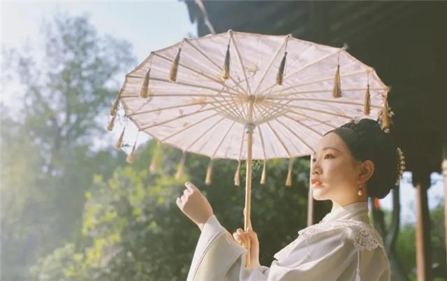 """外国女人都""""上头""""的汉服,学会穿法和搭配是关键,成为古装女神-第1张"""