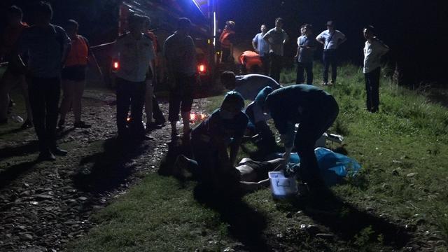 河南平顶山:五名初中生河畔游玩 两人不慎落水溺亡 救火员尽力搜救插图2