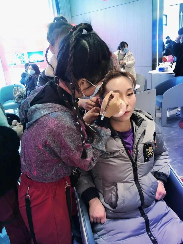 化妆师的真实工资,别被网上的欺骗了!