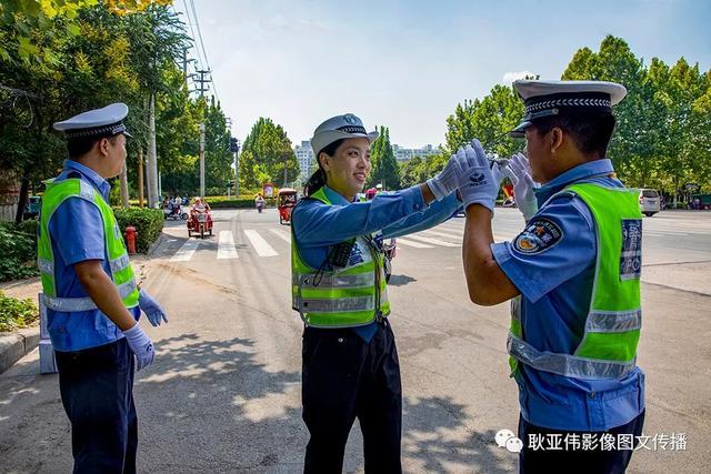 禹州女民警徐萌柯:今天我值班——耿亚伟摄影作品