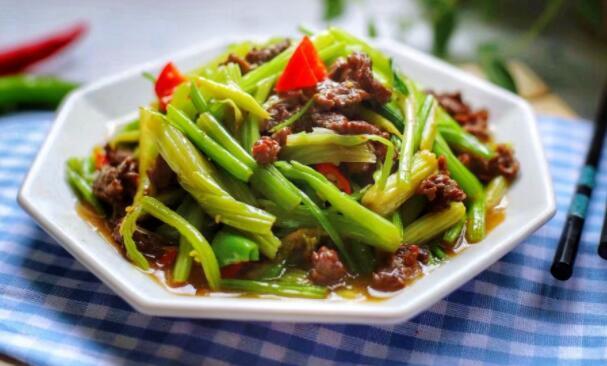芹菜炒牛肉有哪些烹饪技巧?记住这几点,炒出的肉不再干涩