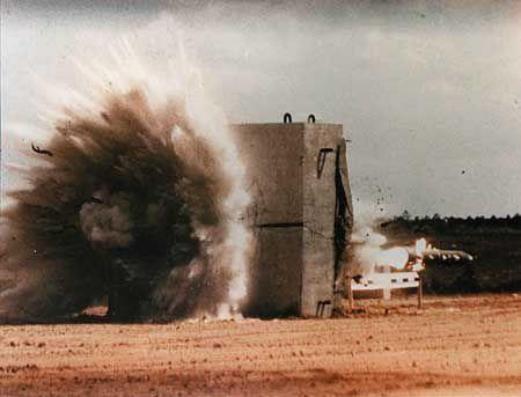 中东局势再度升级,导弹从天而降!伊朗弹药库被摧毁,10人被炸死-第5张
