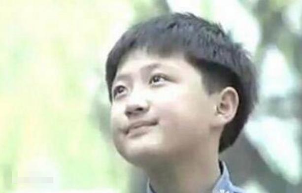 童星李傳:9歲成名,21歲父母雙亡,曾流浪東莞街頭靠救助站生活