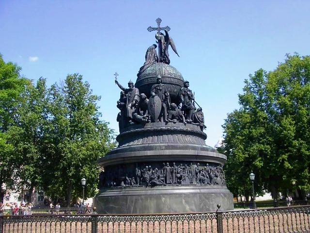 人口仅300万却是世界最大国家钱袋子,古迹遍地有俄国最老建筑
