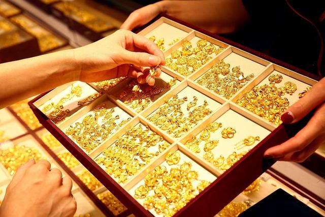 黄金首饰零售价格突破500元/克,创历史新高,还值得购买或卖吗