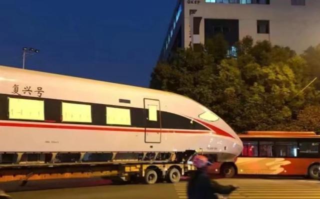 南京一辆公交车与转运中复兴号发生碰擦事故 无人员伤亡 全球新闻风头榜 第2张