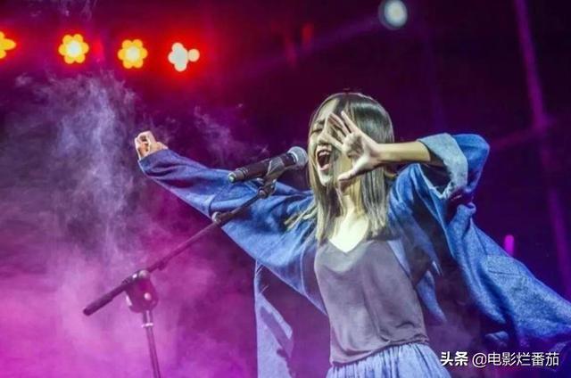 """她的播放量曾仅次于周杰伦、陈奕迅,摇滚女孩陈粒越""""野""""越通透-第13张"""
