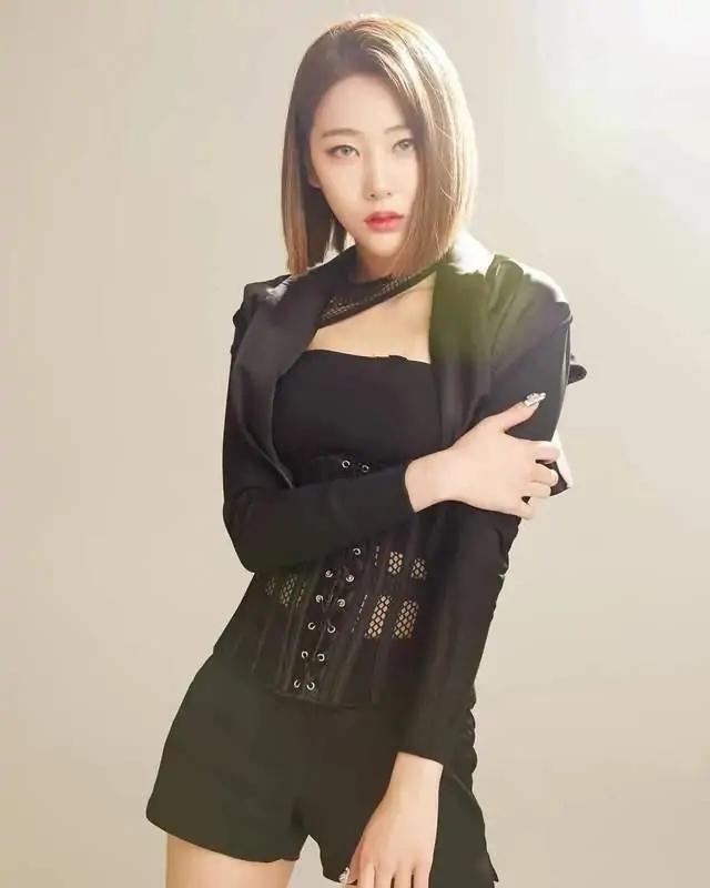 韩国御姐身材火辣,蜂腰翘臀加D罩杯,4个动作塑造同款好看胸型插图