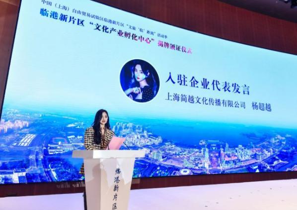 22岁的杨超越作为特殊人才,落户上海!引发众网友热议