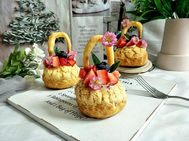 美丽的春天,吃个不一样的花果篮泡芙,果香甜美,心情也甜美~