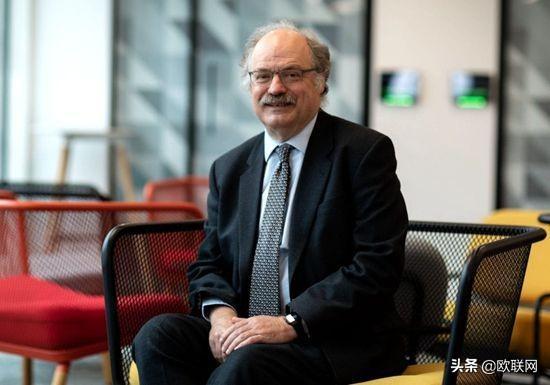 英国医学家警告:新冠病毒疾病将永远和人类同在www.smxdc.net