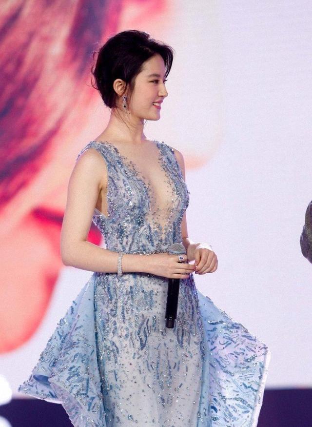 刘亦菲也放开了,穿唯美薄纱裙大秀身材,玲珑曲线太吸睛-第5张