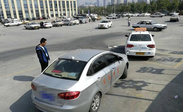 为什么很多人练车的时候没问题,一到了驾照考试就挂科?插图(2)
