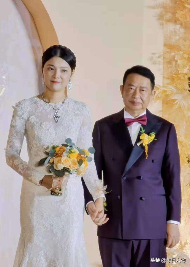 """相差25岁的大婚背后:""""金王""""陈景河的多副面孔和他的黄金梦"""