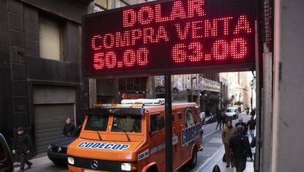 阿根廷股市指数2018走趋如何,阿根廷在哭泣——突然间的大崩盘!汇率狂贬36%,股市暴跌38%