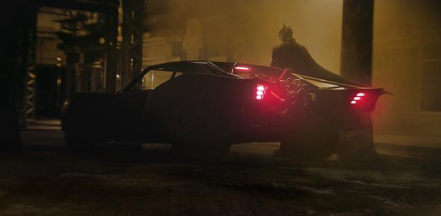 新《蝙蝠侠》蝙蝠车概念图 造型酷炫有复古未来感