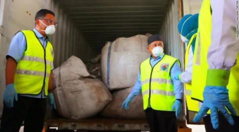 """全球垃圾倾倒危机:马来西亚港口发现1800吨非法倾倒的有毒""""洋垃圾"""""""