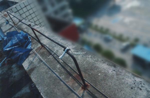 长沙一男子清理楼顶积水意外坠亡 家属向业主索赔81万