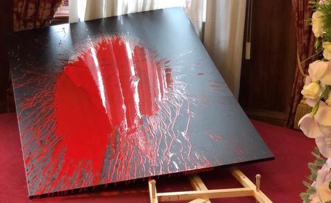 台媒:民众闯入李登辉追思会场 向其肖像泼红油漆