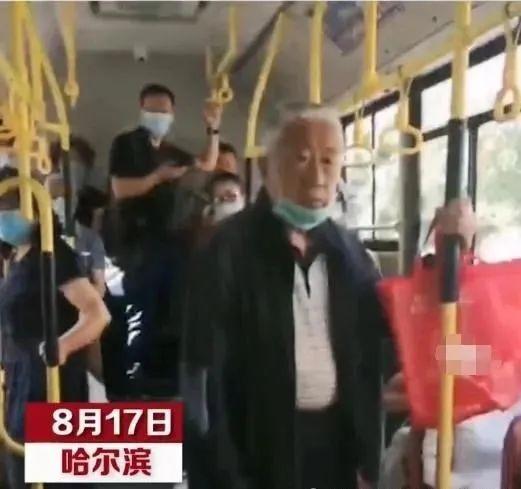 「互动·738说热点」老人无法扫码乘公交车被拒载,遭部分乘客指责:快下车www.smxdc.net