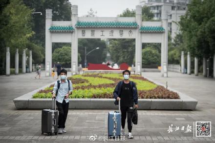 欢迎回家!刚刚,武汉迎来第一批返校大学生www.smxdc.net 全球新闻风头榜 第8张