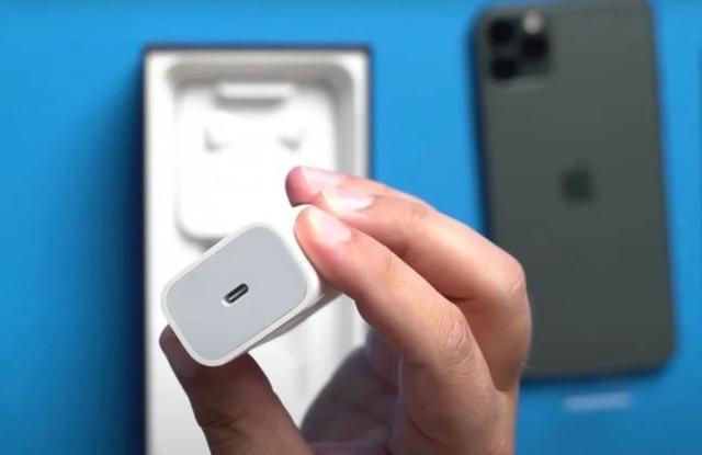 为平衡5G的成本上升 iPhone 12不再附赠电源适配器和有线EarPods等配件www.smxdc.net