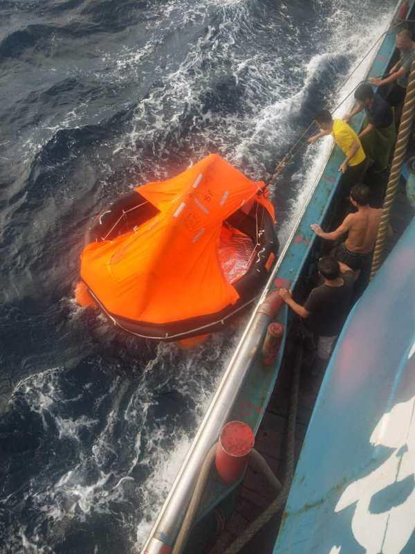 福建一渔船台湾海峡沉没两人被救12人失联,搜救工作正在开展www.smxdc.net