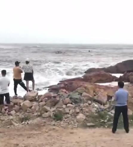 温州洞头一对新人拍婚纱照时多人被海浪卷走,当地通报:两死一失联www.smxdc.net