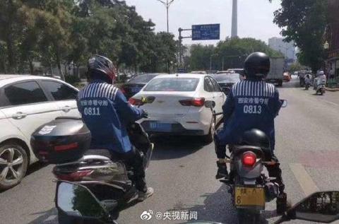 陕西西安两男子网购囚服上街被行拘【www.smxdc.net】