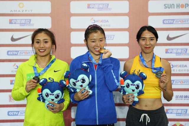 女子100米栏:吴艳妮夺冠比心-第4张