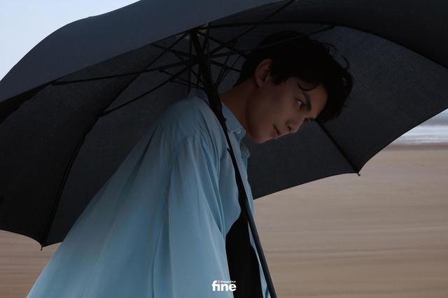 吴磊身着蓝色衬衫 造型清爽少年感十足-第2张