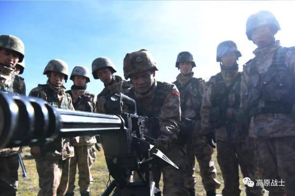 """西藏军区换装新型边防巡逻服""""速干内衣+羽绒内胆""""无惧严寒"""