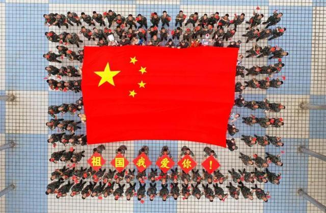 深港卫士手擎巨幅国旗表白祖国-第5张